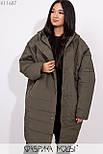 Плащевое женское пальто оверсайз в больших размерах с капюшоном и карманами vN5371, фото 4