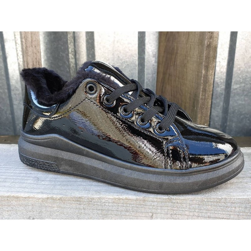 Женские кроссовки черные лаковые утепленные на меху 36-38 размер