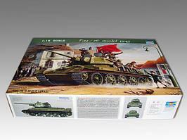 Т-34/76 советский танк образца 1943 г. Сборная пластиковая модель в масштабе 1/16. TRUMPETER 00903