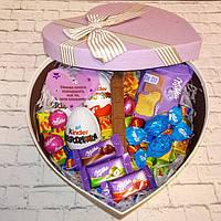 Вкусный подарок для девушки с киндер-сюрпризами и конфетами милка