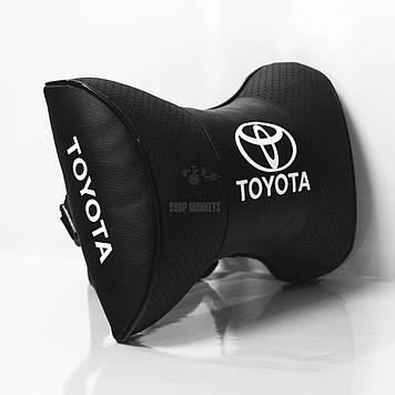 Подушки на подголовник с логотипом автомобиля toyota (чёрный цвет)