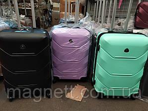 Чемодан Fly 64 х 42 х 26 на 4 колесах (70л) Разные цвета