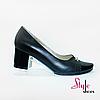 Жіночі туфлі на невисокому каблуці кирпичике