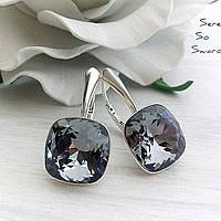 Красивые сережки из серебра с квадратными камнями Swarovski
