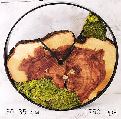 Часы в металлической ободке из мхом (диаметр 30-35 см)
