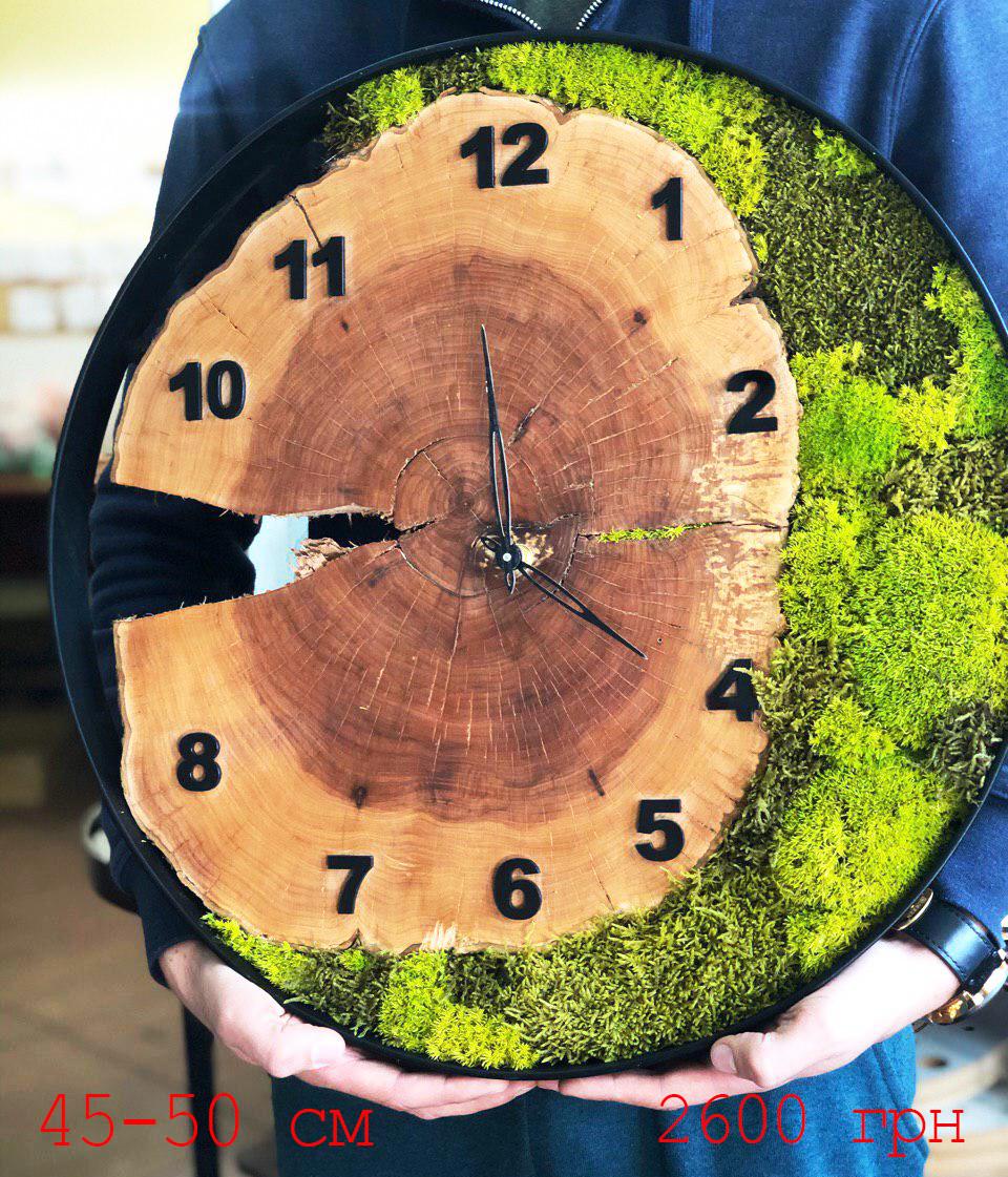 Часы в металлической ободке и мха (диаметр 45-50 см)