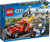 Конструктор LEGO City Побег на буксировщике 144 детали (60137)