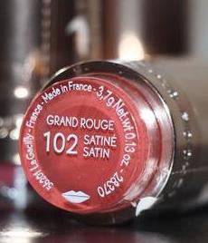COULEURS NATURE Губная Помада Grand Rouge сатин satin тон 102  ив Роше  запаяна 2022г