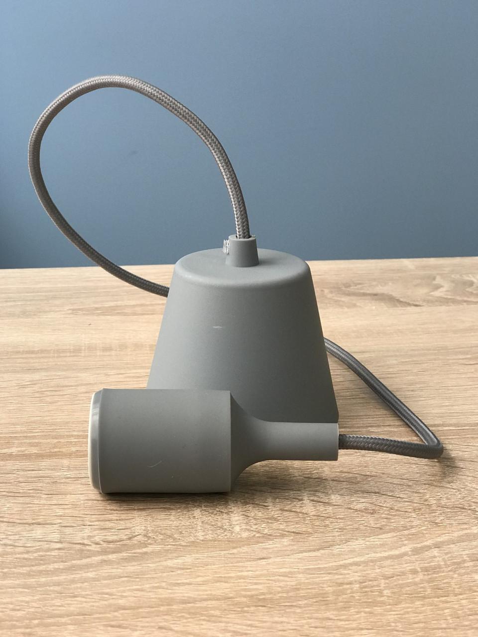 Подвесной пластиковый светильник с цоколем под лампу E27 серого цвета Lemanso LMA074