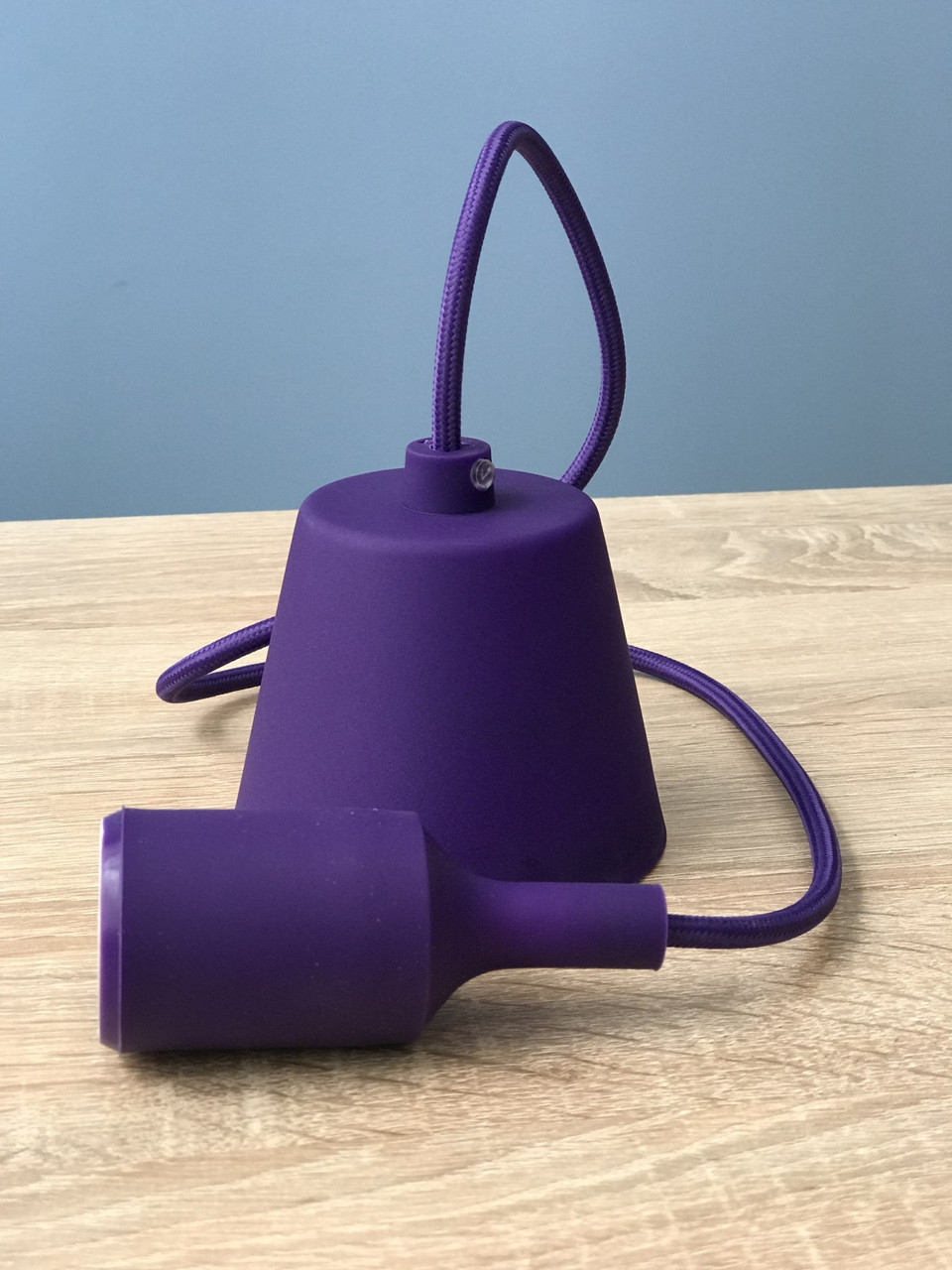 Підвісний фіолетовий пластиковий світильник з цоколем під лампу E27 Lemanso LMA074