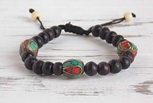 Этнический браслет из костяных и металлических бусин коричневый