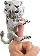 Інтерактивний Тигр WowWee Untamed Sabre Tooth Tiger by Fingerlings – Silvertooth (Silver)