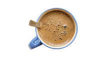 Приготовления кофе в чашке