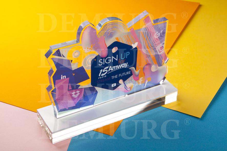 Награда из акрила с цветной печатью.