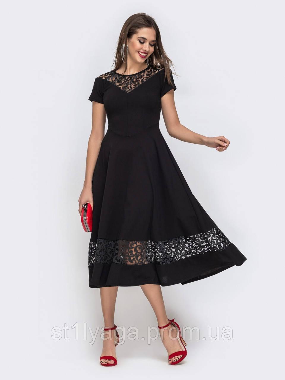 Элегантное платье-миди с коротким рукавом и отделкой из ажурного кружева