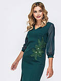 Платье-футляр с рукавом три четверти украшенное флористической нашивкой, фото 4