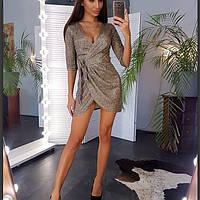 Блестящее платье на запах из трикотажа с люрексом.