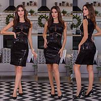 Женское платье из бархата с пайетками