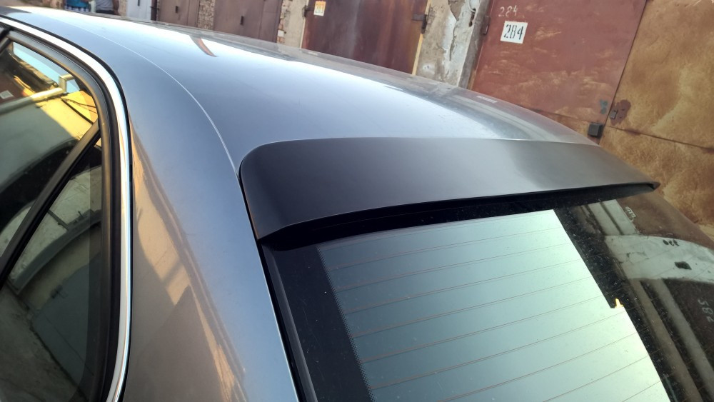 Бленда, накладка заднего стекла BMW 7 E38