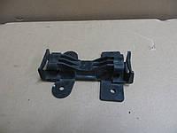 Кронштейн крепления бампера переднего Audi 80 B2 / 100 / Coure (1980-1987) OE:811807253