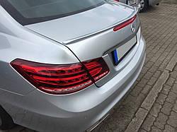 Спойлер кришки багажника Mercedes W207