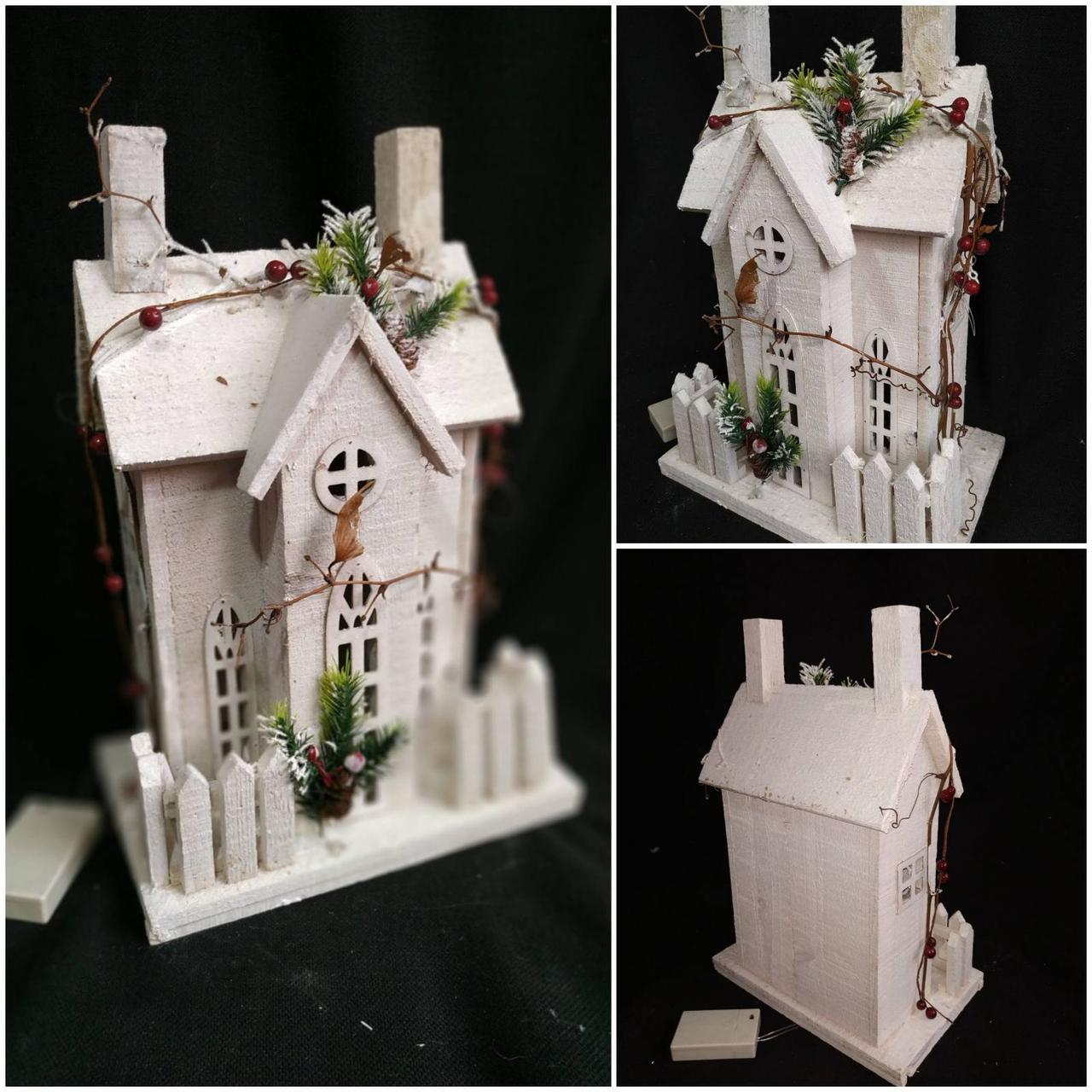 Деревянный домик с ЛЕД подсветкой, на батарейках, выс. 41 см., 890/790 (цена за 1 шт. + 100 гр.)