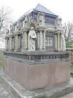 Гробницы памятники с скульптурами, фото 1