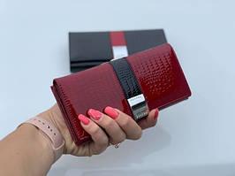 Женский лаковый кожаный кошелек на кнопке портмоне натуральная кожа лакированная красный