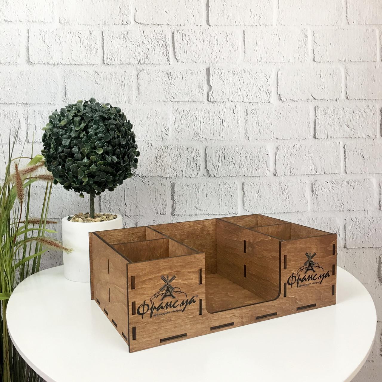 Настольный органайзер из дерева с логотипом на заказ