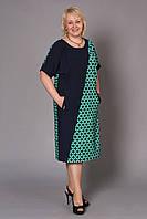 Яркое женское платье большого размера за колено