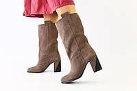 Женские зимние замшевые бежевые сапоги на каблуке, фото 1