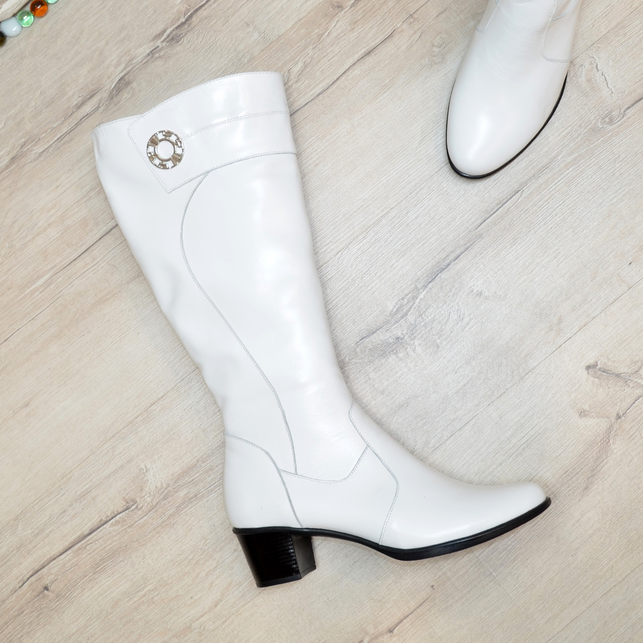 Сапоги женские белые кожаные на невысоком устойчивом каблуке