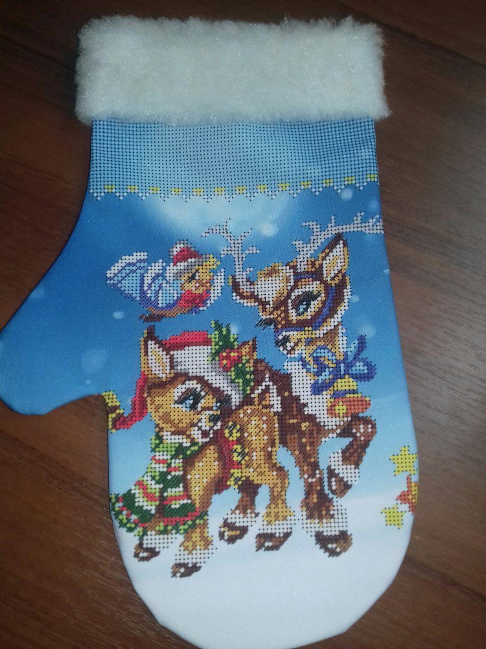"""Зшитий новорічна рукавичка """"Різдвяні олені"""""""