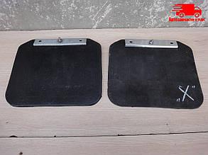 Брызговик ВОЛГА задний левый/правый с кронштейном ГАЗ 3110 в сборе. 3110-8404312. Ціна з ПДВ.