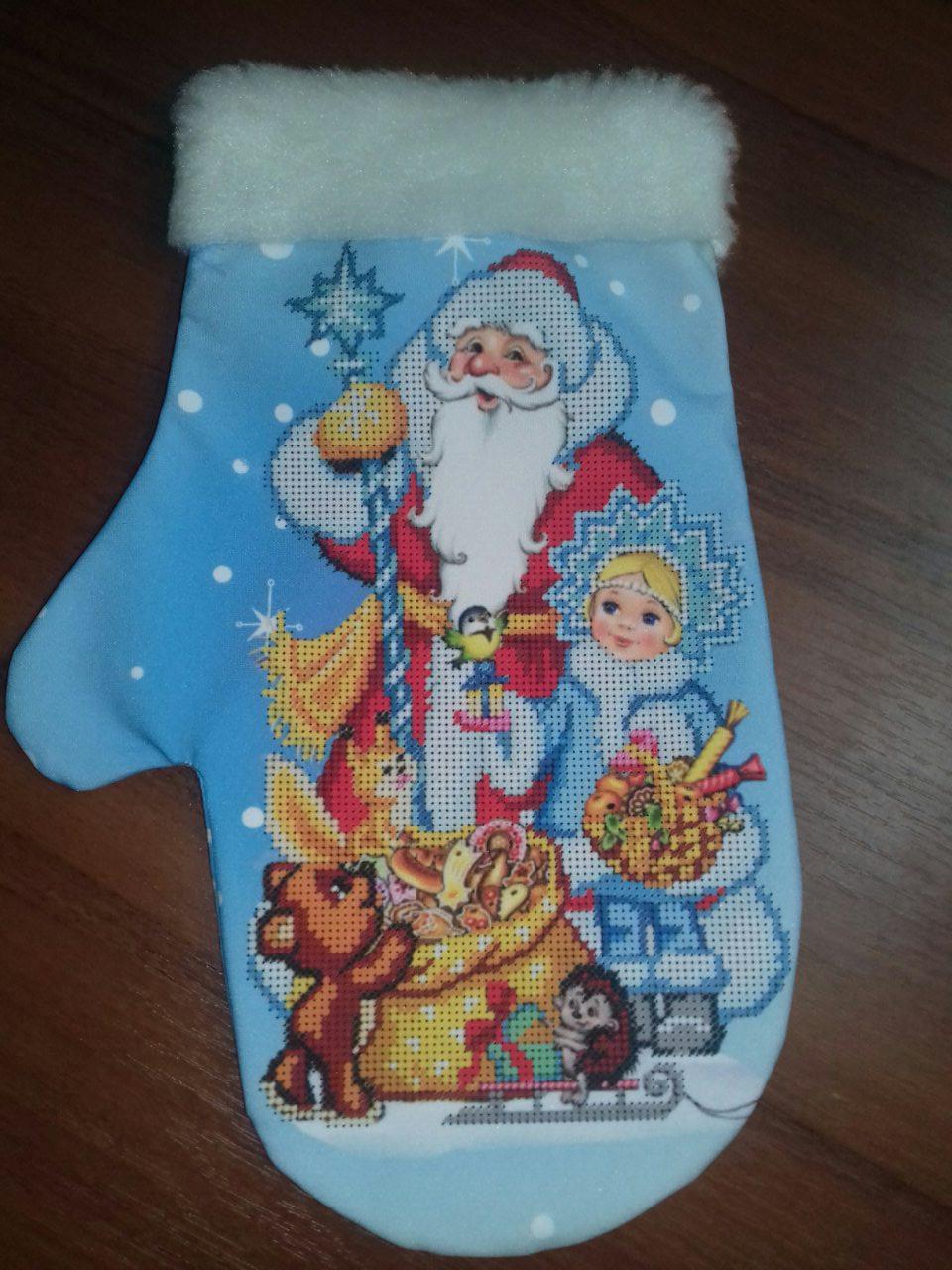 """Сшитая новогодняя варежка """"Дед Мороз и Снегурочка (3)"""""""