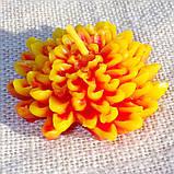 """Восковая свеча """"Хризантема"""" из пчелиного воска, фото 3"""