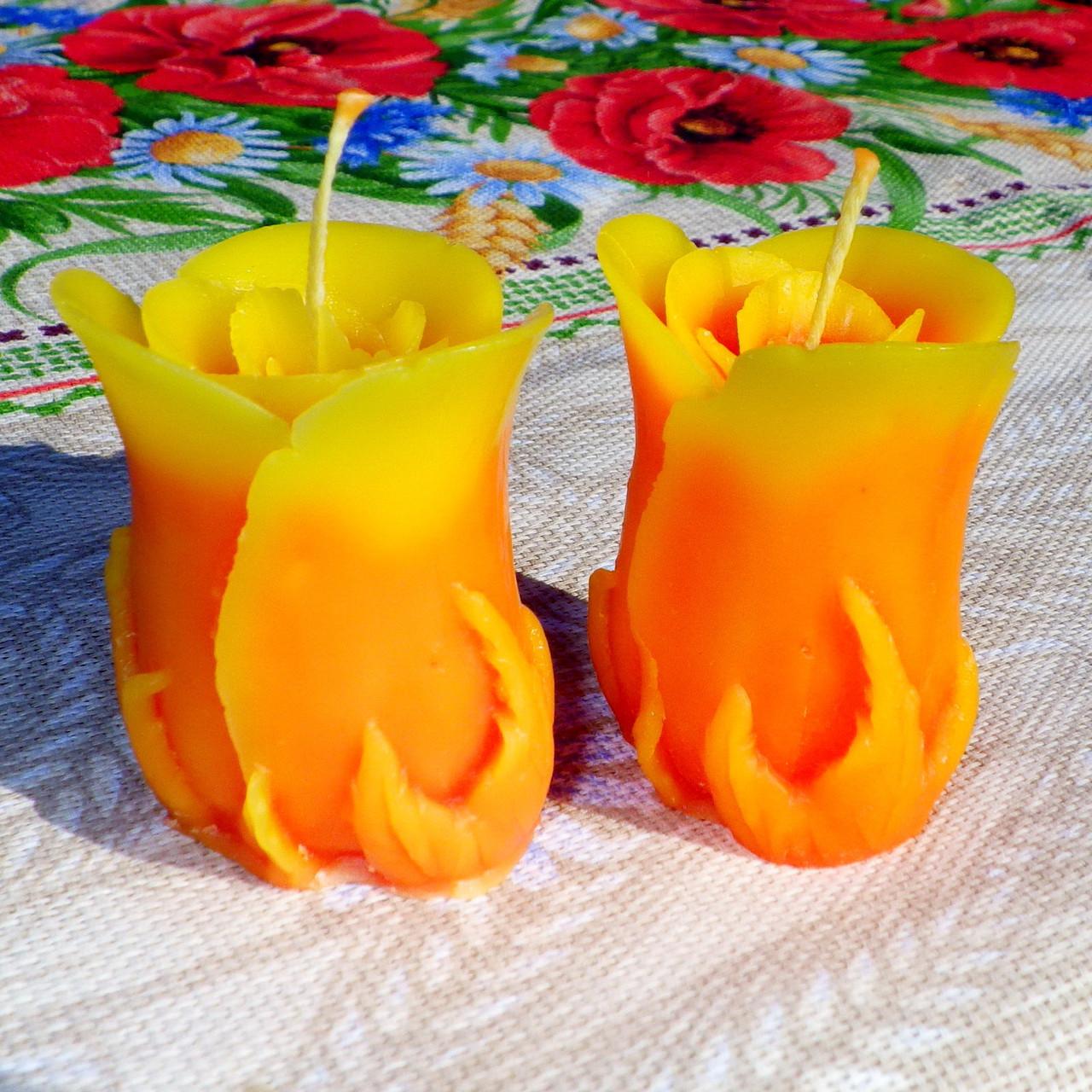 """Восковая свеча """"Бутон коралловой розы"""" из пчелиного воска"""