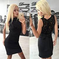 Черное платье с глубоким вырезом на спине