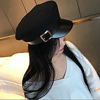 Женская осенняя шапка с козырьком