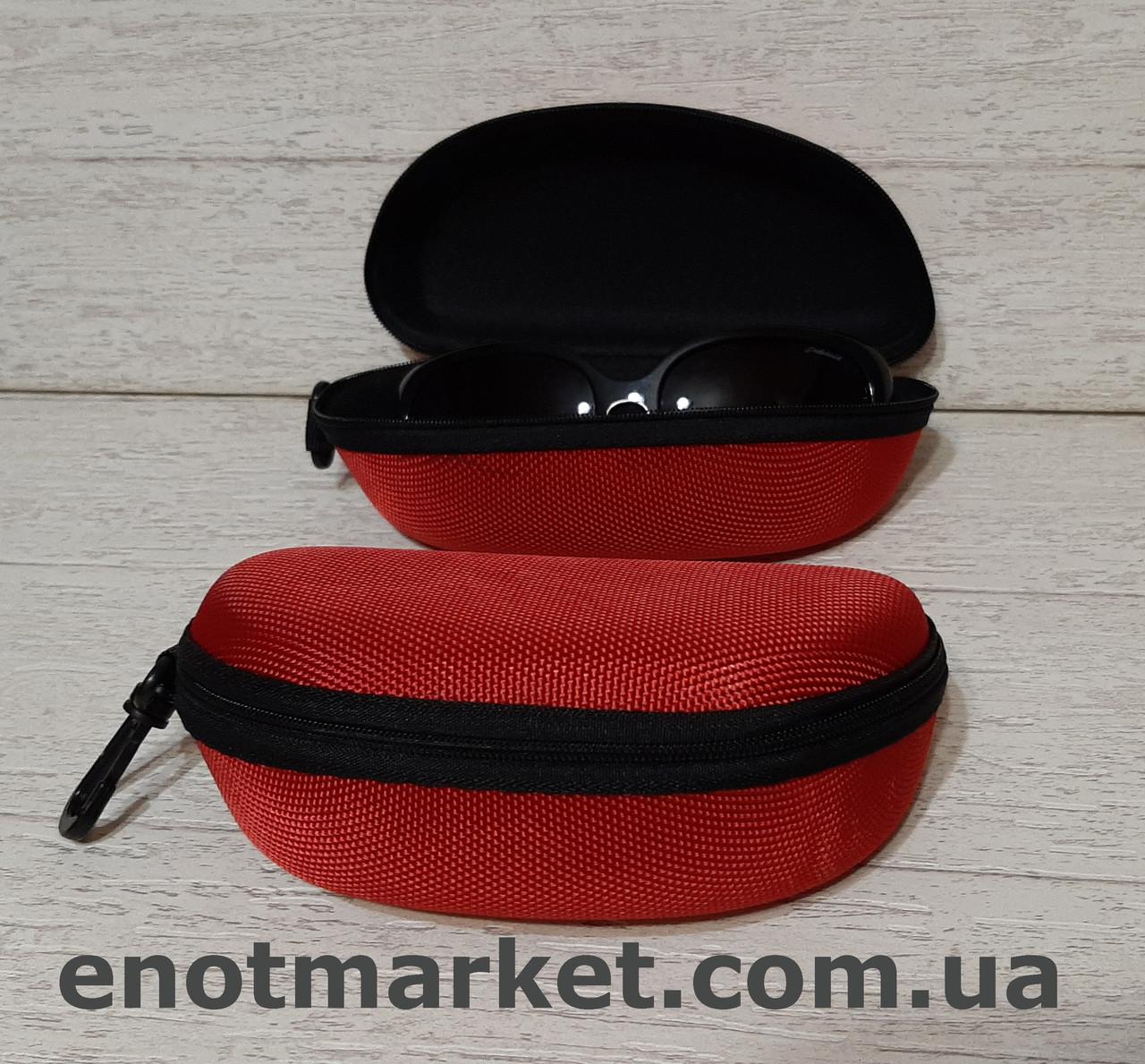 Футляр чехол бокс для очков универсальный на змейке с карабином красного цвета