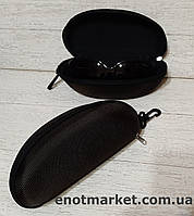 Футляр чехол бокс для очков универсальный на змейке с карабином коричневого цвета