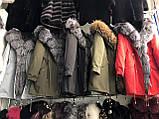 Красная куртка парка с натуральным мехом арктической лисы на капюшоне, фото 5