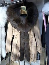 Бежевая куртка парка с натуральным мехом песца на капюшоне