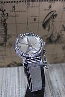 Модные женские часы круглые на металлическом серебристом браслете