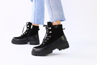 Черные замшевые зимние ботинки с вставками кожи