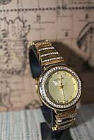 Часы женские на металлическом браслете с камнями