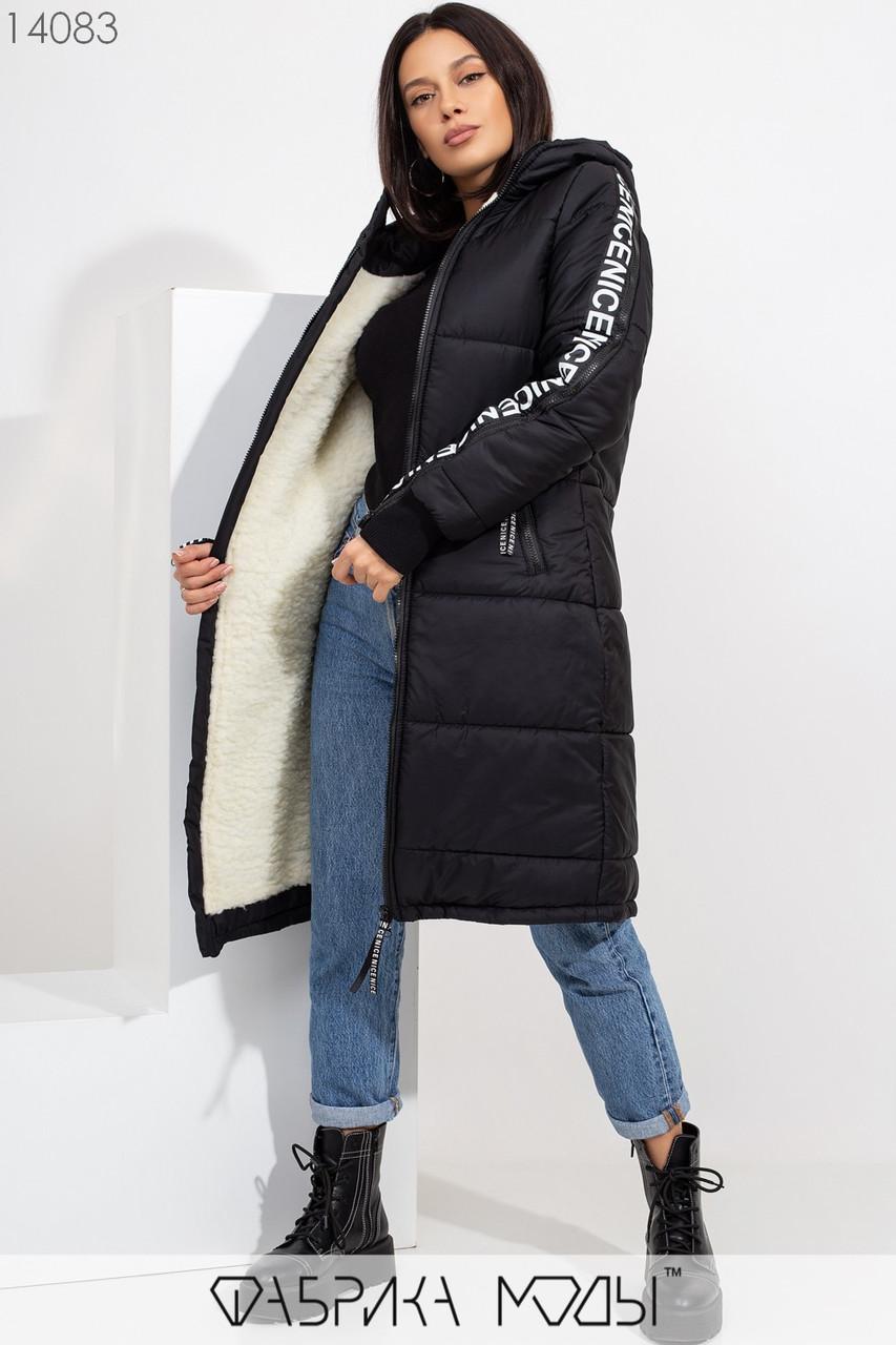 Зимнее пальто прямого кроя с капюшоном на овчине, молнией по все длине прорезными карманами и декором из репсовой ленты 14083
