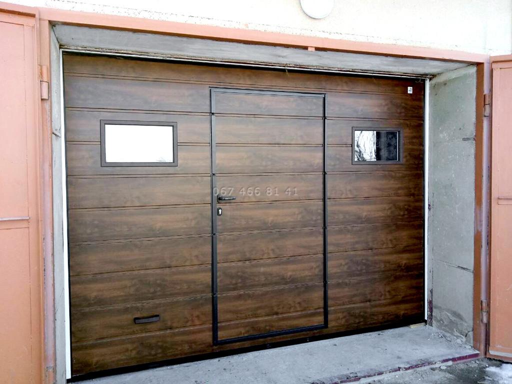 Ворота гаражные секционные с калиткой