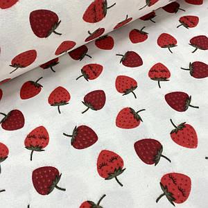Ткань муслин Двухслойная клубника красная на белом (шир. 1,55 м)