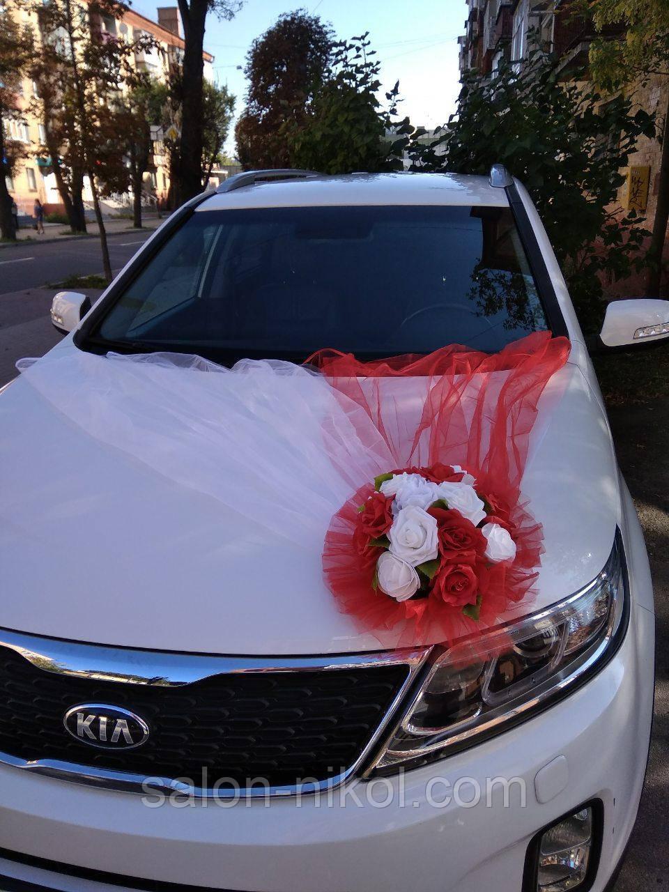 Икебана на свадебную машину красная. Украшения на свадебный автомобиль